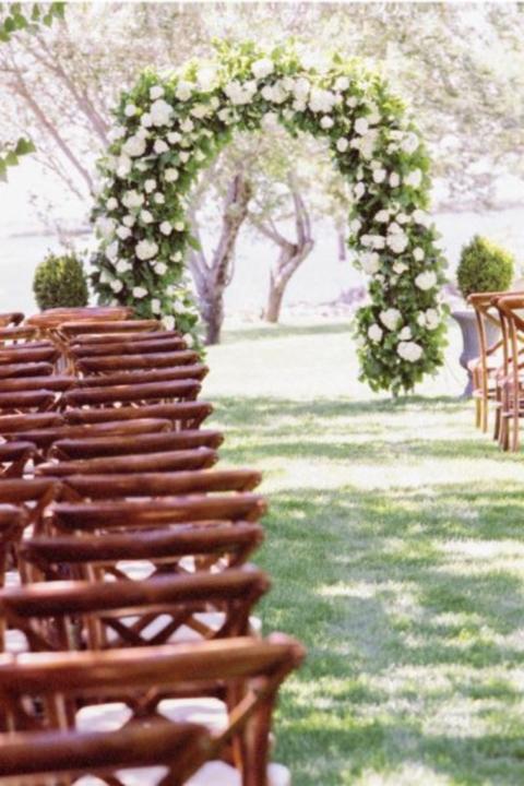 chic arch wedding decor
