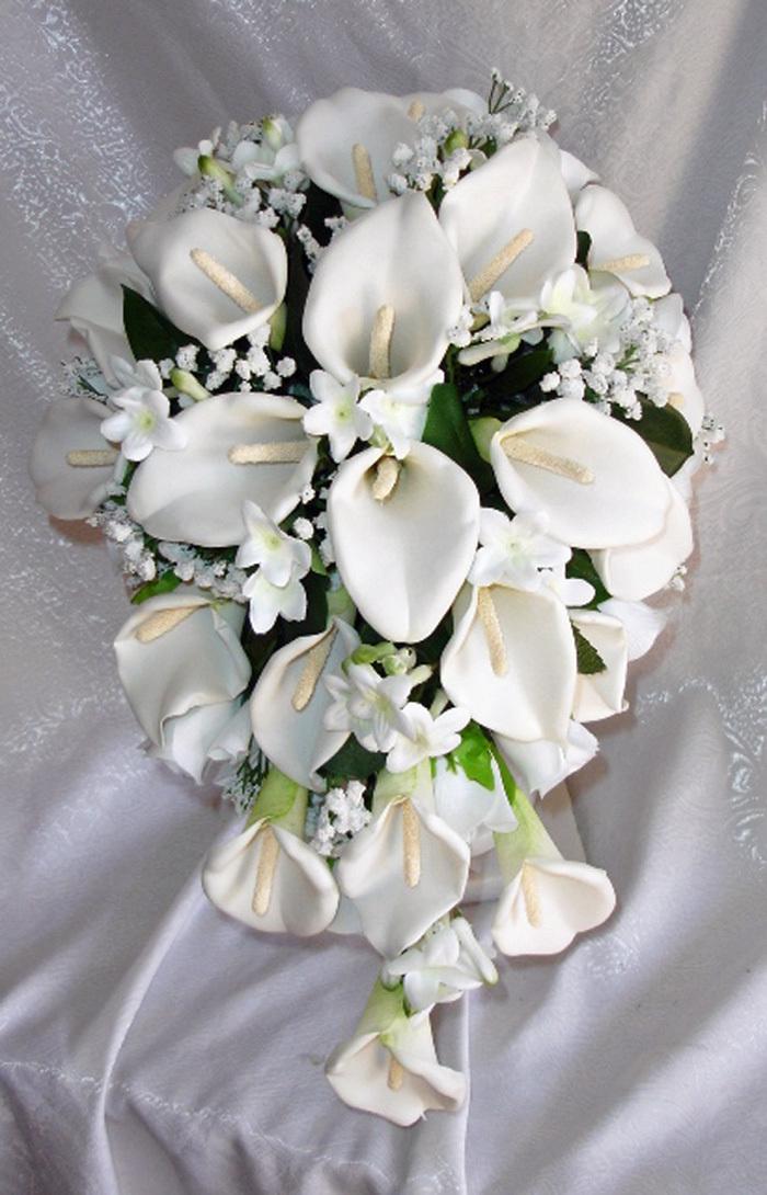 white elegant calla lily bouquet