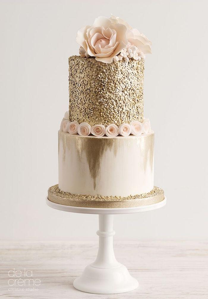 striking elegant wedding cake