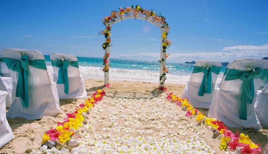 colorful romantic wedding aisle