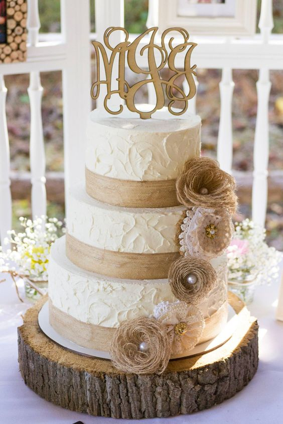 Rustic-Burlap-and-Lace-Wedding-Cake