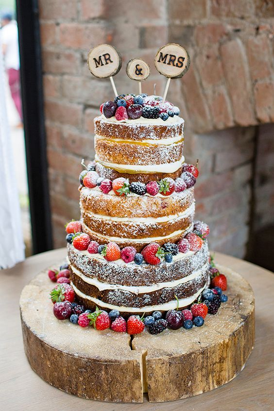 Rustic-Wedding-Cakes-With-Berry-Decoration