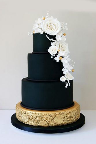 Variety Of Wedding Cakes Ideas Showing Simple Elegant And Chic Model