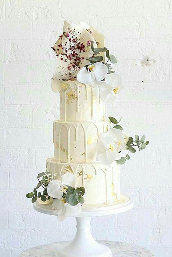 white flower chic wedding cake