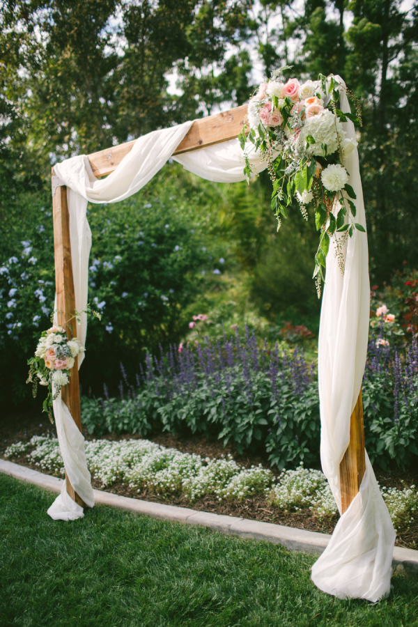 simple arch wedding decor