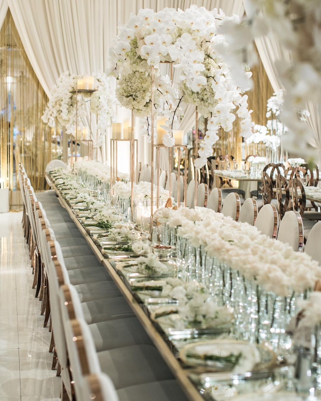 White Luxury Wedding Decor With Wonderful and Beautiful Decoration Ideas