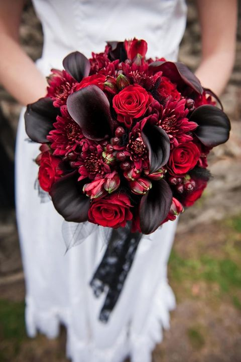 red lily bouquet wedding design