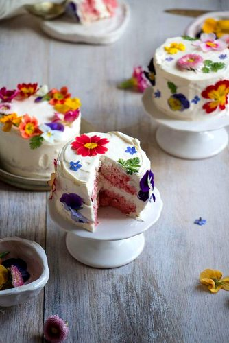 cute flower mini wedding cake