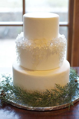 winter wedding cakes with icicles