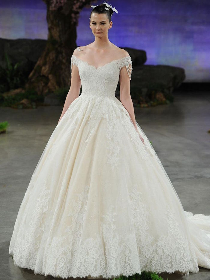gorgeous classic wedding gown