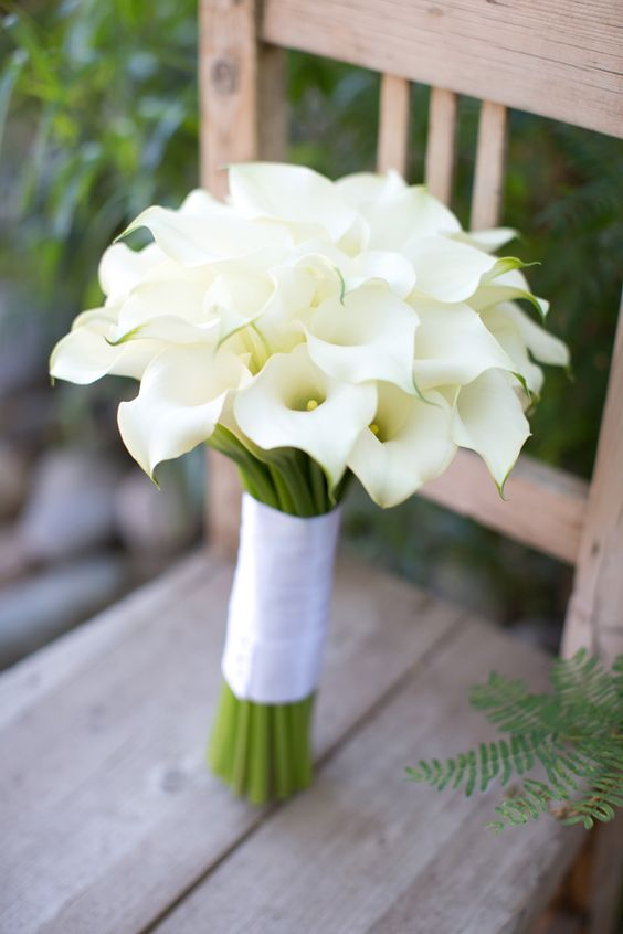 mini white-calla-lily-wedding-bouquet