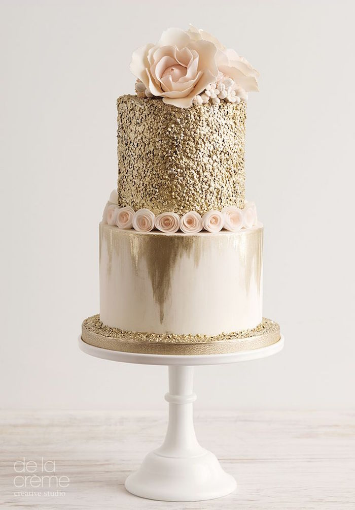 striking elegant wedding cake