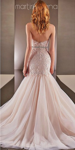 mermaid-wedding-dress with lace design