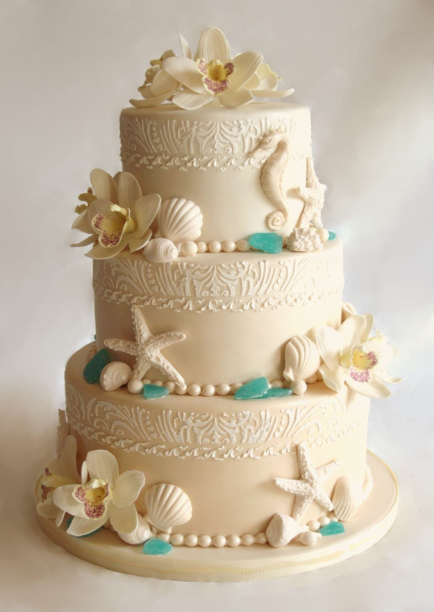 unique wedding cake with seashell