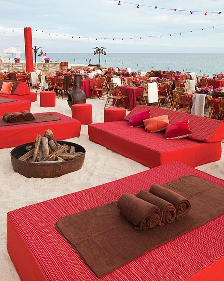 beach wedding decor with red color