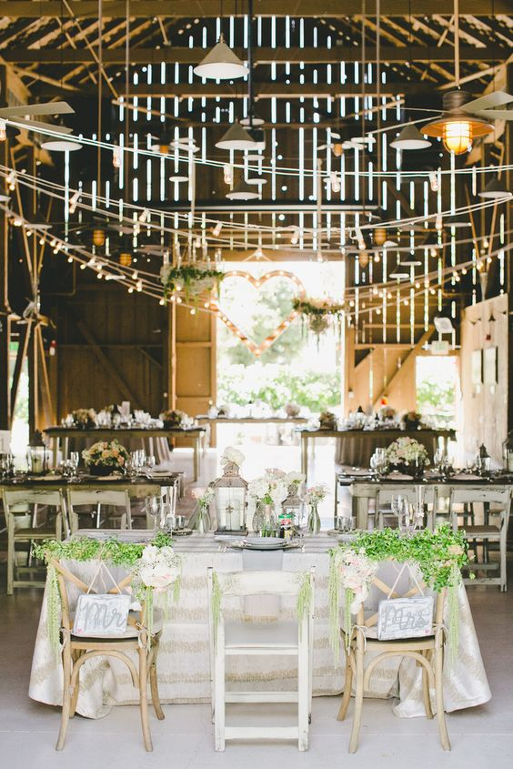 barn vintage wedding decor
