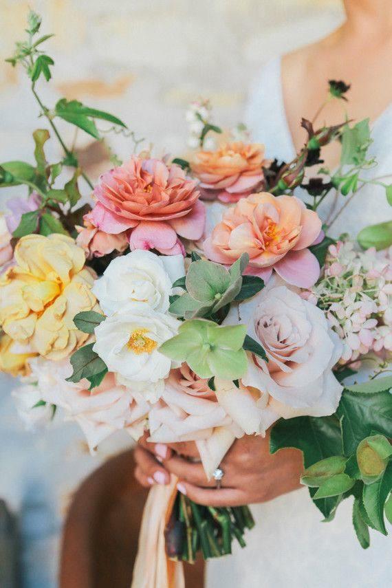 beuatiful small wedding bouquet