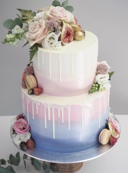 chic wedding cake with gradient blue color
