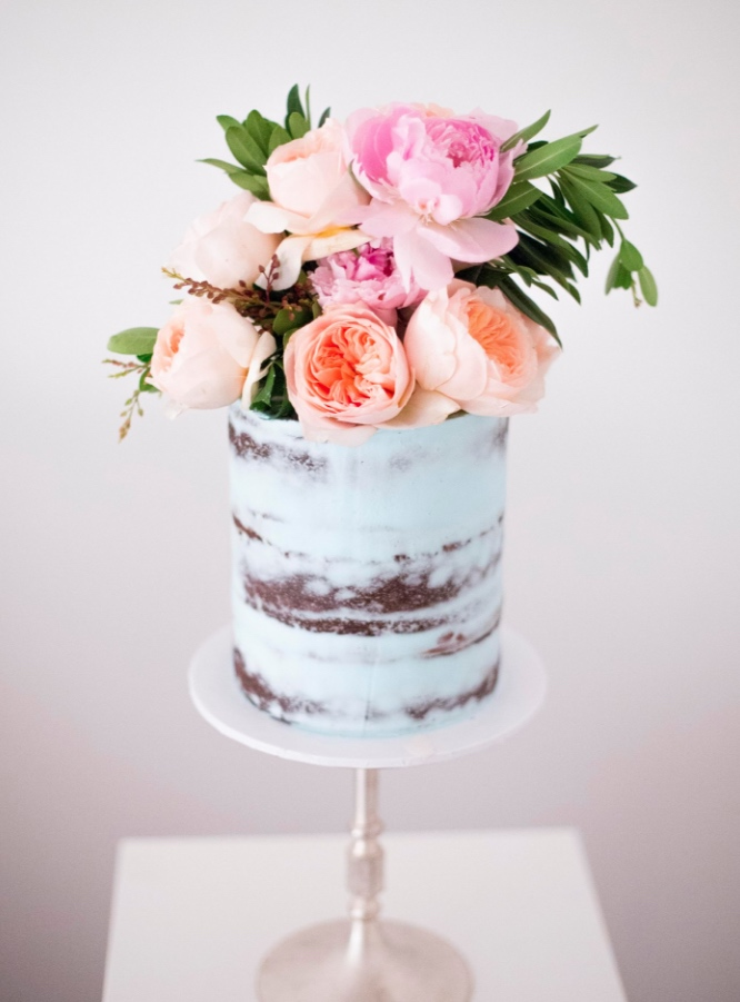 gradient blue wedding cake chocolate