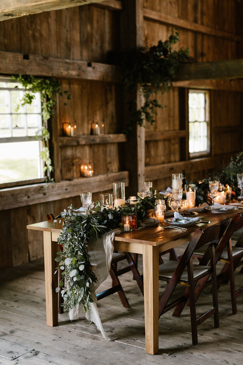 rustic barn wedding table garland