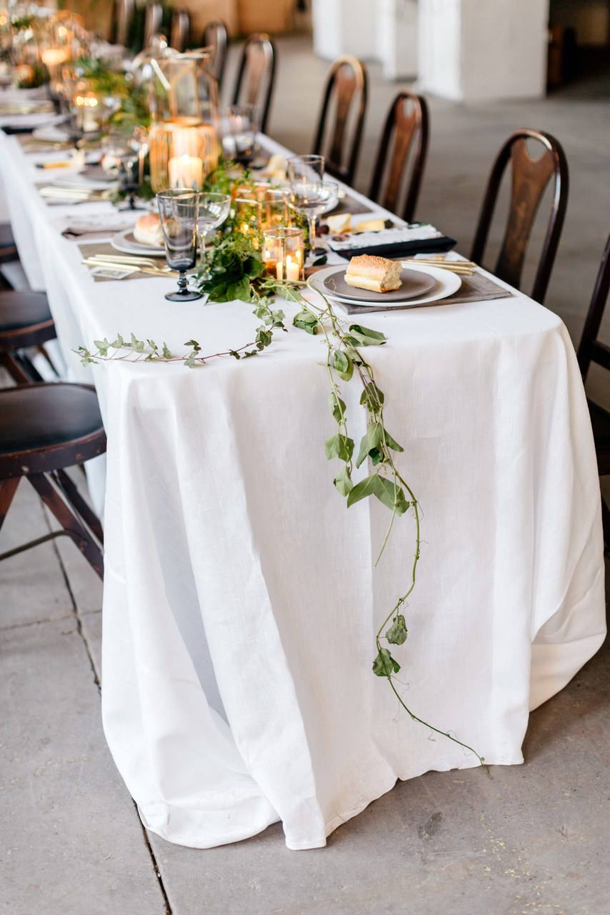 simple minimalist wedding table garland