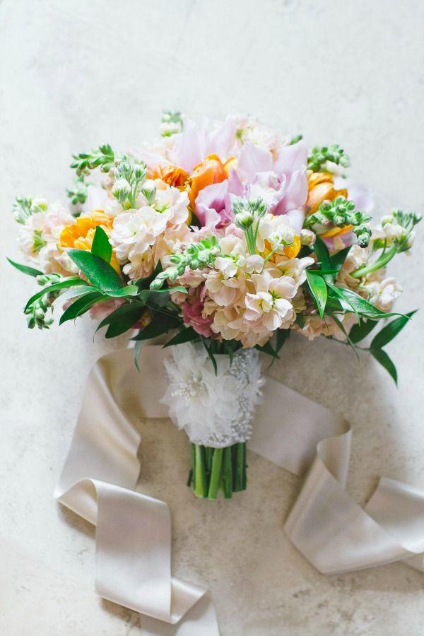 simple small wedding bouquet