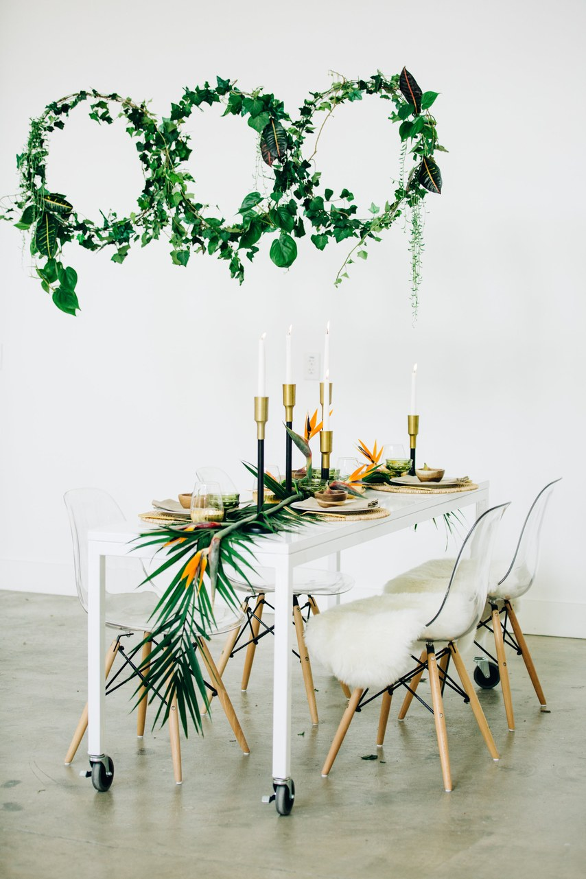 simple wedding table garland with tropical