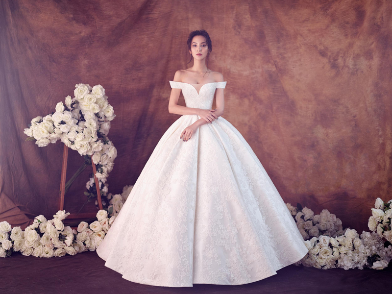 white romantic and elegant gown