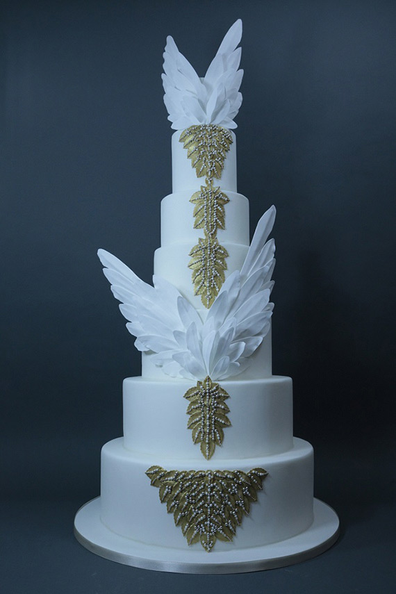 chic and elegant cake with feather design