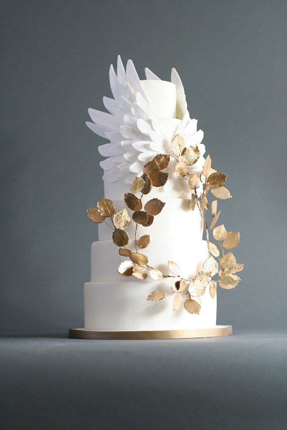 white and gold wedding cake design